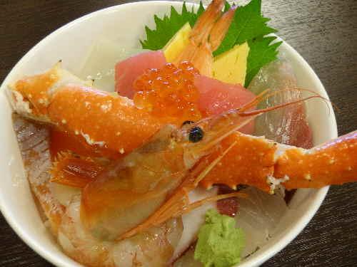 当店イチオシ!! 海鮮丼 カニ汁付き 2200円
