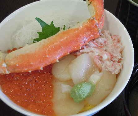 三色丼 カニ汁付き 1850円