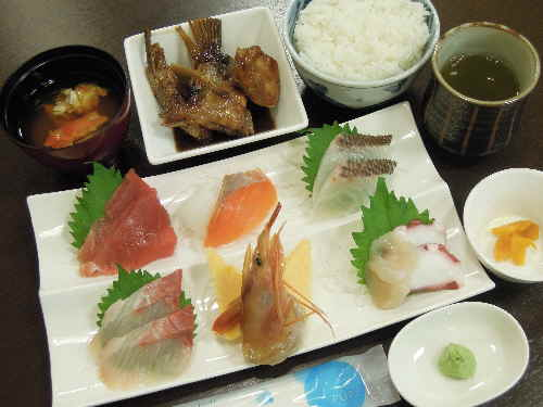 刺身定食 カニ汁付き 2000円