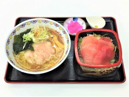 浜膳(サンマだしらーめんとまぐろ重) ¥1,250(税別)